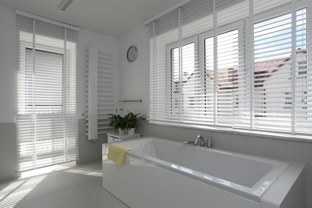 shutters en houten jaloezieën in je badkamer | shutterkoning, Badkamer