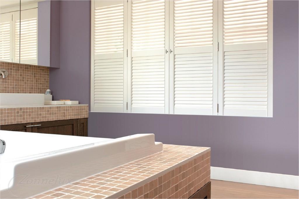 Shutters en houten jaloezieën in je badkamer | Shutterkoning