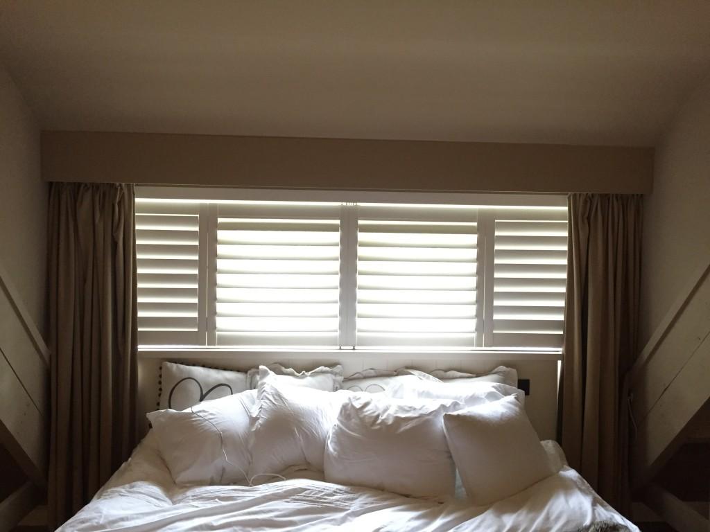 de voordelen van shutters in de slaapkamer zowel de houten jaloezien
